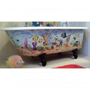 Bañeras retro de patas con el exterior decorado
