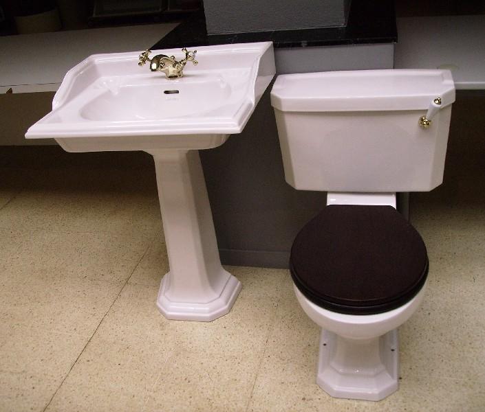 Lavabos antiguos y otras piezas de porcelana de estilo for Piezas sanitarias para banos